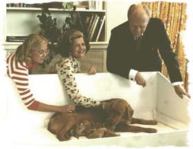 Susan, Mrs. Ford and President Ford with Liberty and puppies - Sept 16, 1975